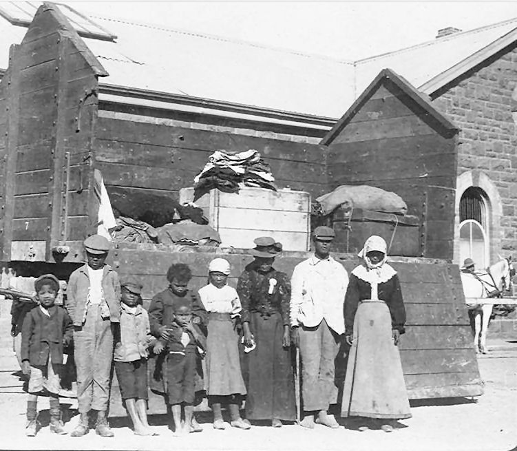 Refugees and Transport from Transport Train, Kimberley (1901)